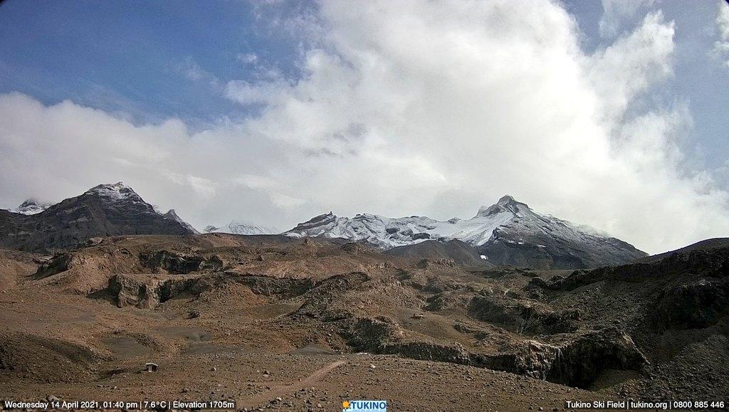 A dusting of snow overnight up Mt Ruapehu! (Tukino Webcam)