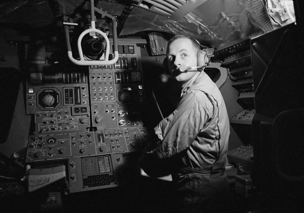 We are saddened by the recent death of Apollo-era astronaut Dr. Philip K. Chapman. The first Australian-born American astronaut, he was selected to be a member of Astronaut Group 6, and served as a mission scientist for the Apollo 14 missions: https://t.co/CbSoXOd8Sp https://t.co/8W0gY44FJH