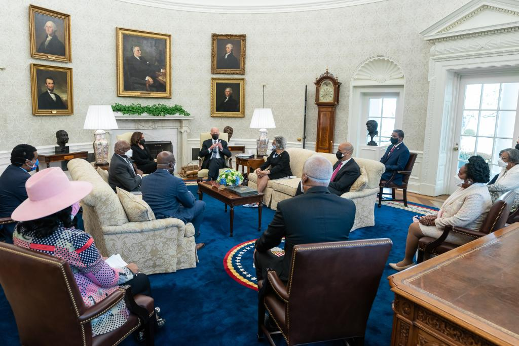 This afternoon, Vice President Harris and I met with members of the Congressional Black Caucus at the White House. We're committed to working together to make progress on everything from policing reform and voting rights to economic opportunity and racial equity. https://t.co/TfLeJEgEyh