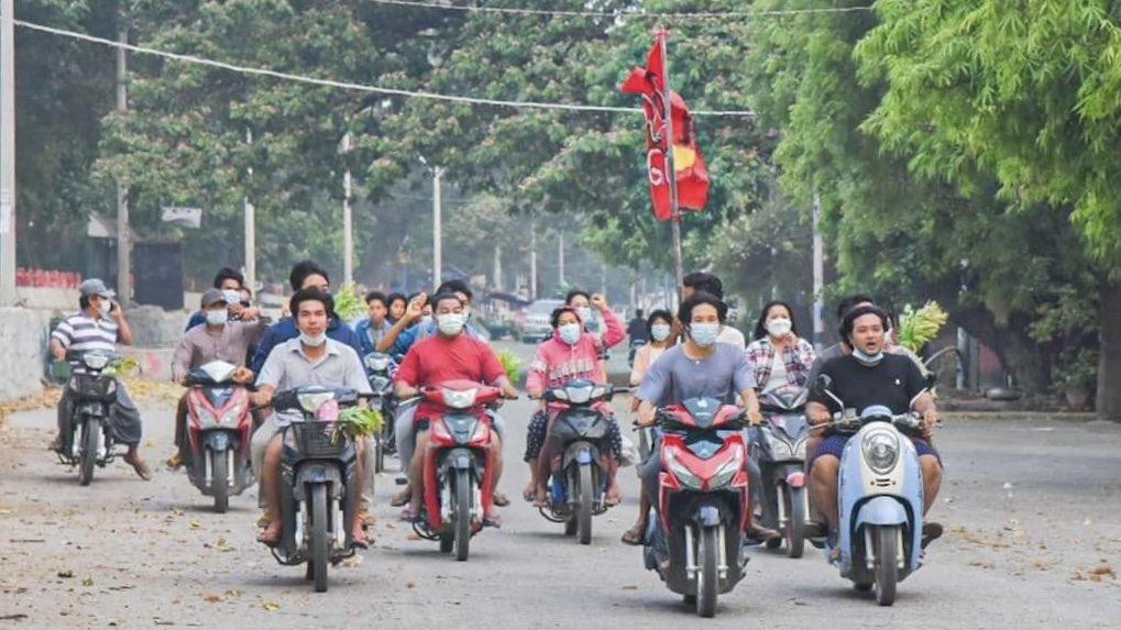 4/14 today in #Myanmar   တော်လှန်သင်္ကြန် သွေးမတိတ်သပိတ်   #WhatsHappeningInMyanmar  #WhatIsHappeningInMyanmar   Photo credit https://t.co/OQD1wowa93