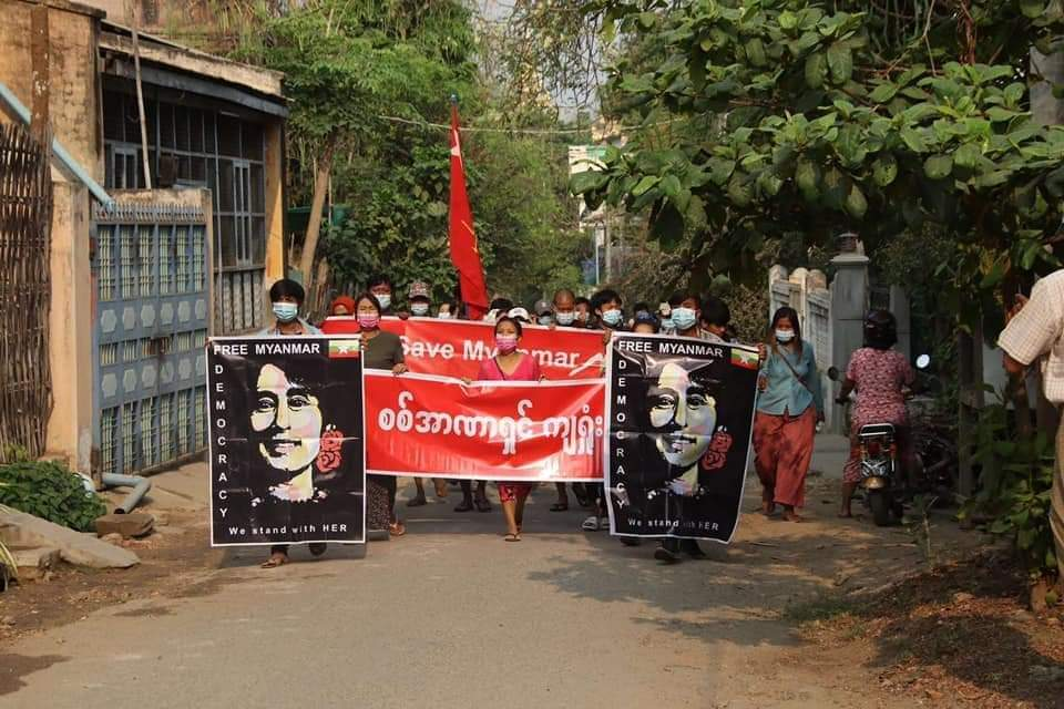 Yesterday, the military council was weakened by threats, shootings and arrests Today,the Myingyan main strike marched regularly. Dictatorship must fail Uprising must succeed ✊✊✊ #WhatsHappeningInMyanmar  #Apr14Coup  #HearTheVoiceOfMyanmar  #SaveMyanmar  #RejectMilitaryCoup https://t.co/sQsXysjcgq