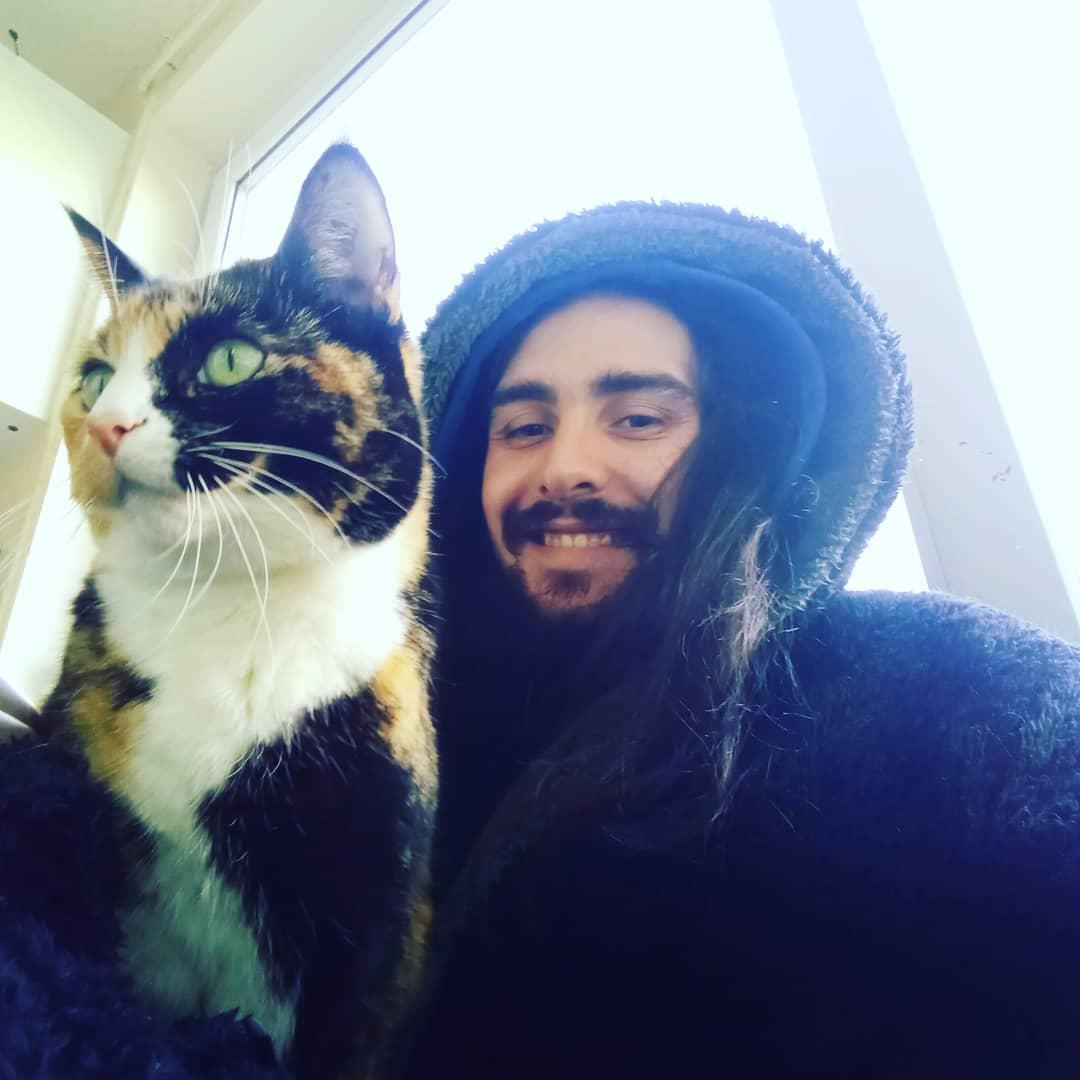 RT @Hemptation_: I Love Bella so much 😻 #CatsOfTwitter #tortoiseshellcat #catlife #catcuddles #CuteCat https://t.co/rvdEDmVRa0