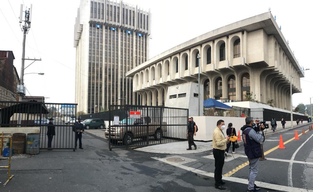 test Twitter Media - En Torre de Tribunales las autoridades desplegaron un operativo para detener a Mynor Moto. Foto José Orozco https://t.co/SxPZyDf39B