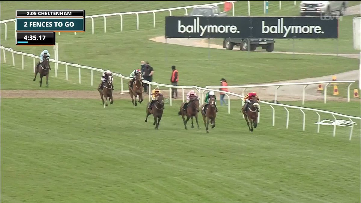 Manofthemountain wins the Silver Trophy at 9/1!  A brilliant jump at the last to land the Grade 2 prize... 💪⛰  📹 @itvracing   #Cheltenham https://t.co/OaS4oaoVU5