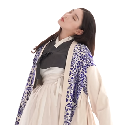 "✨ 🌕 on Twitter: ""The Hanbok Chungha wore for Vogue is beautiful! 😍(It's  part of ""K-POP x Hanbok Exhibition"")… """