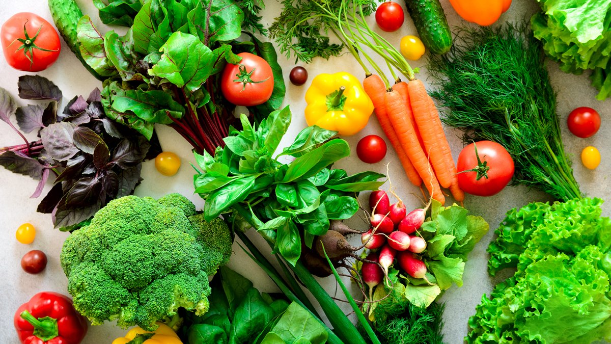 """Today at 12pm PT, join our live #webinar from #UCLAHealth Integrative Medicine, """"Dietary Quality and Immunity: What to Eat?"""" with Zhaoping Li, MD, PhD, Center Director and Division Chief, Clinical Nutrition.  Watch here. ➨ https://t.co/Fy8QuU5XDs https://t.co/3TXNI1kg2c"""