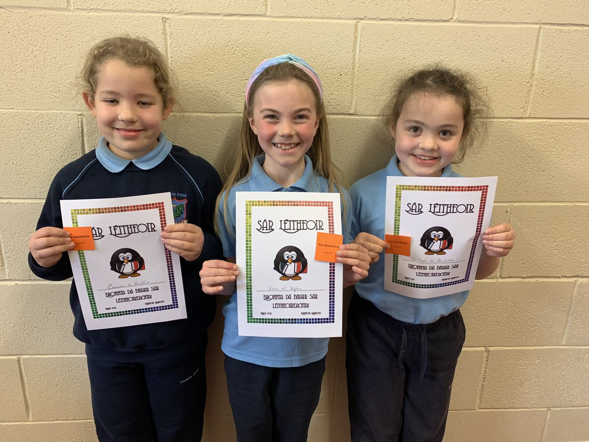👏👏 Congratulations to these girls in @gaelscoildurlas on reaching their Accelerated Reader targets.  The smiling faces tell it all!! Superb work girls. 📙📕📗  @PatHanrahan1960 @LearningNiall @FrancesKingsto2 @TippLib @TipperaryETB @ForumTeaching https://t.co/CAgXgluoph