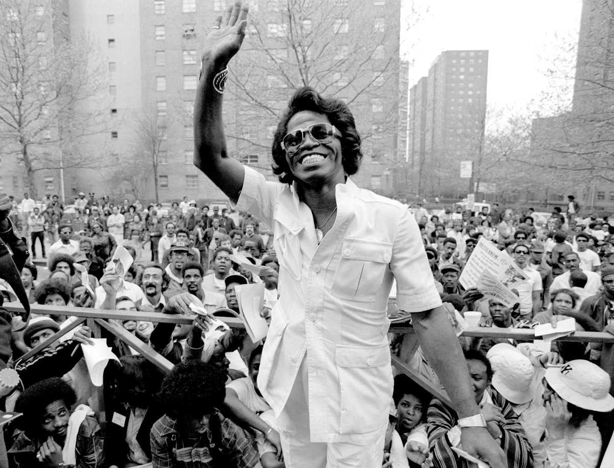 RT @TheOldHollywood: James Brown photographed by Richard E. Aaron in front of a crowd of fans in Harlem, May 1979 https://t.co/YFYOi2AFh8