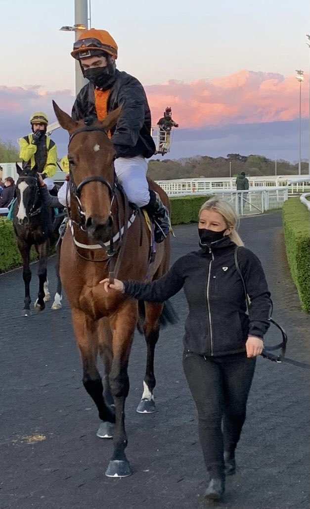 Unapologetic makes it a four timer on the day. Well done to owner Farranamagh stud. Great effort by team Musley Bank 👏👏
