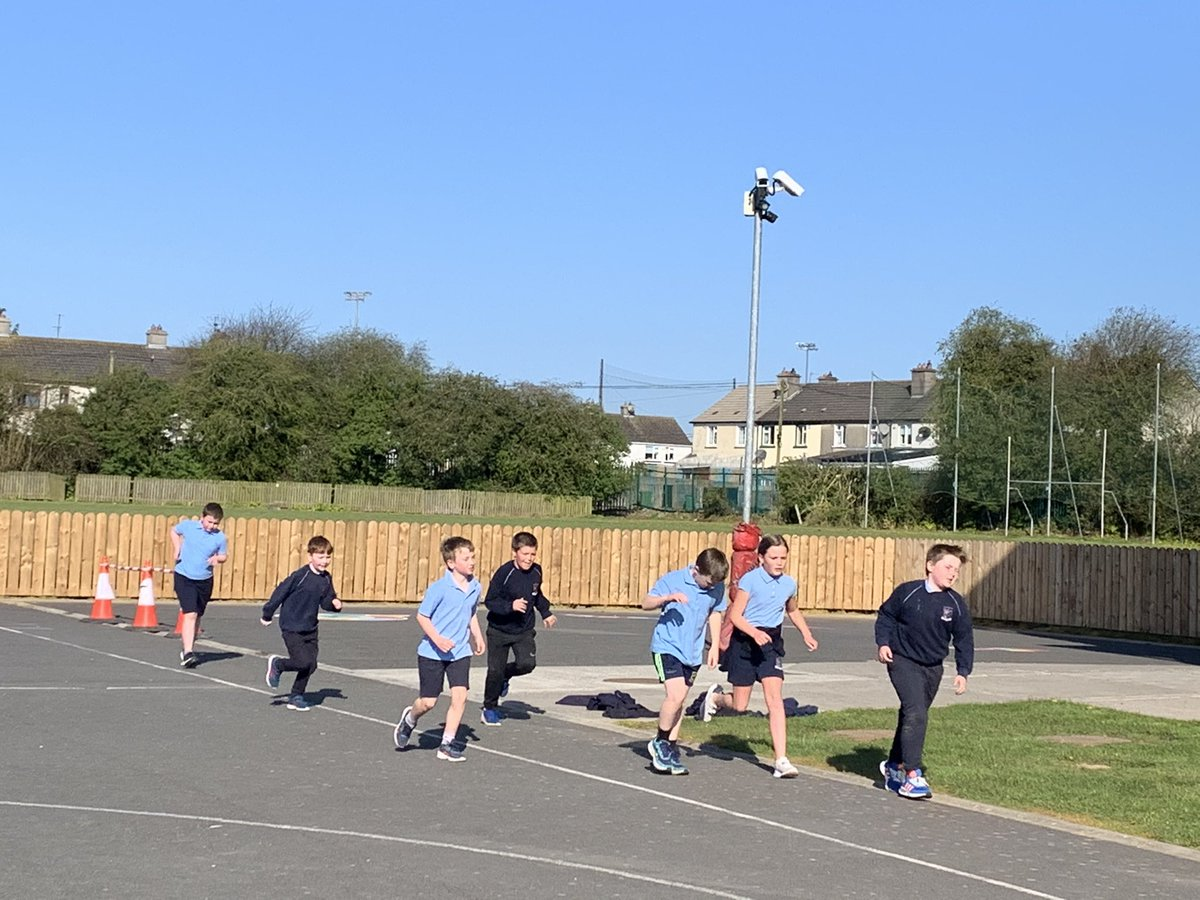 Fantastic to see The Daily Mile in action @gaelscoildurlas! Well done to all involved & keep up the great work. Have lots of fun clocking up the kms for the Run Around Ireland Challenge 🏃♀️🏃♂️👩🦽 Thanks for sharing 💜 https://t.co/zP0v53dGAo
