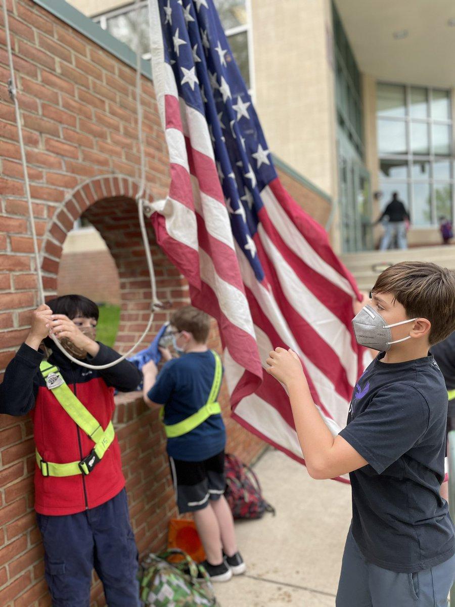 RT <a target='_blank' href='http://twitter.com/MrsMeganLynch'>@MrsMeganLynch</a>: Patrols hoisting our flag. <a target='_blank' href='http://twitter.com/NTMKnightsAPS'>@NTMKnightsAPS</a> <a target='_blank' href='https://t.co/AIhvO3a8Cz'>https://t.co/AIhvO3a8Cz</a>