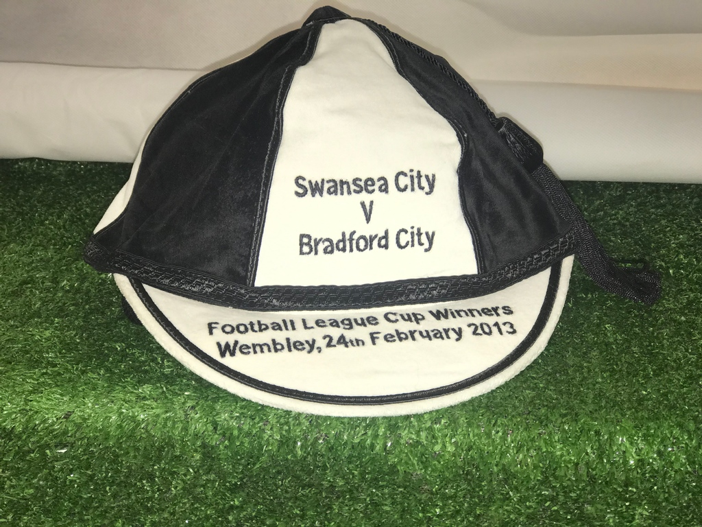 Our #swanseacity English League Cup Winners #commemorative #cap is available to buy from https://t.co/a0wlt1icN1   £39.98 delivered   #football #memorabilia  #swansea #wales #swans #jackarmy https://t.co/HbcOXNrv0s