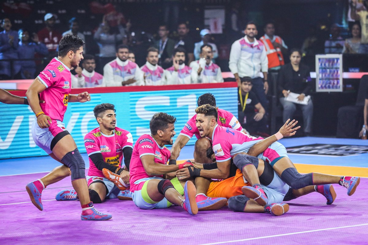 Teamwork is the beauty of our sport, where we have seven acting as one.  #PantherSquad #JaiHanuman #TopCats #JaipurPinkPanthers #JPP #Jaipur #vivoprokabaddi