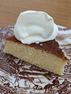 Cheesecake with cream