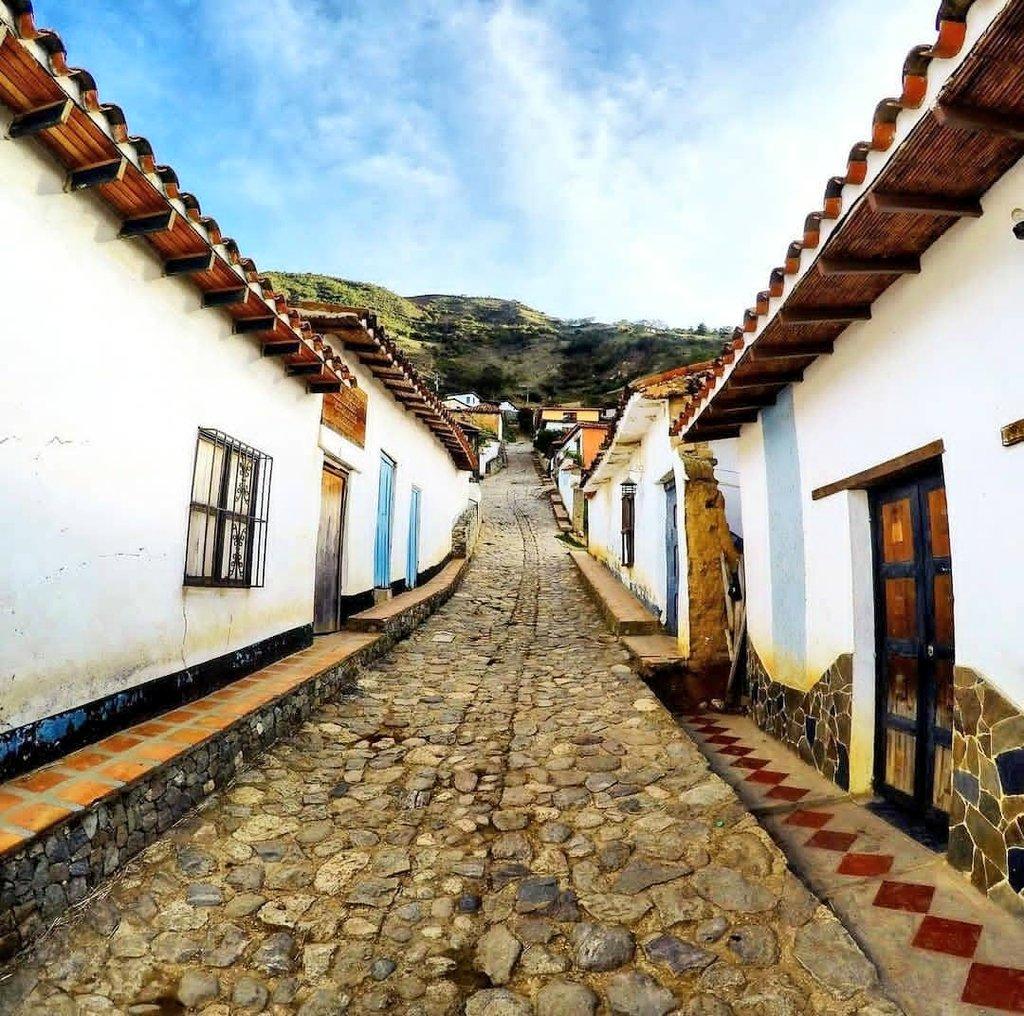 RT @MeridaNatural: Bella Calle del poblado de Los Nevados #Mérida #Venezuela #3Abr #sabadosanto https://t.co/vT5JMkjiKw