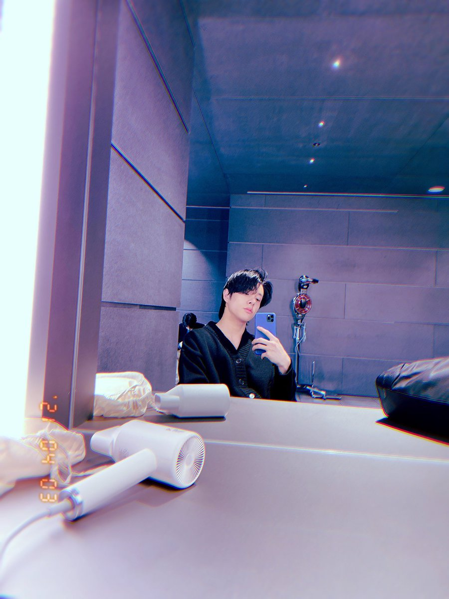JAY IM WAITING FOR YOU MIRROR SELCA TO COMPLETE YOUR 02'z HOLY TRINITY LINE