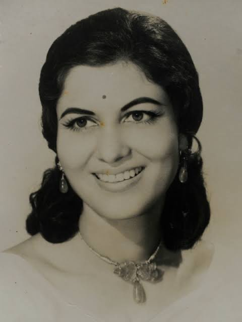 An actor par excellence, one of the greats of the golden era... she leaves behind an indelible mark on cinema. Honoured to have had the opportunity to work with her. Om Shanti #Shashikala ji