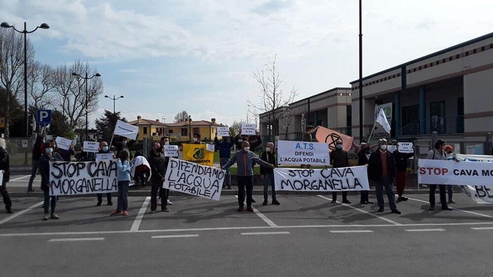 Cava Morganella, flashmob contro l'ampliamento: «...