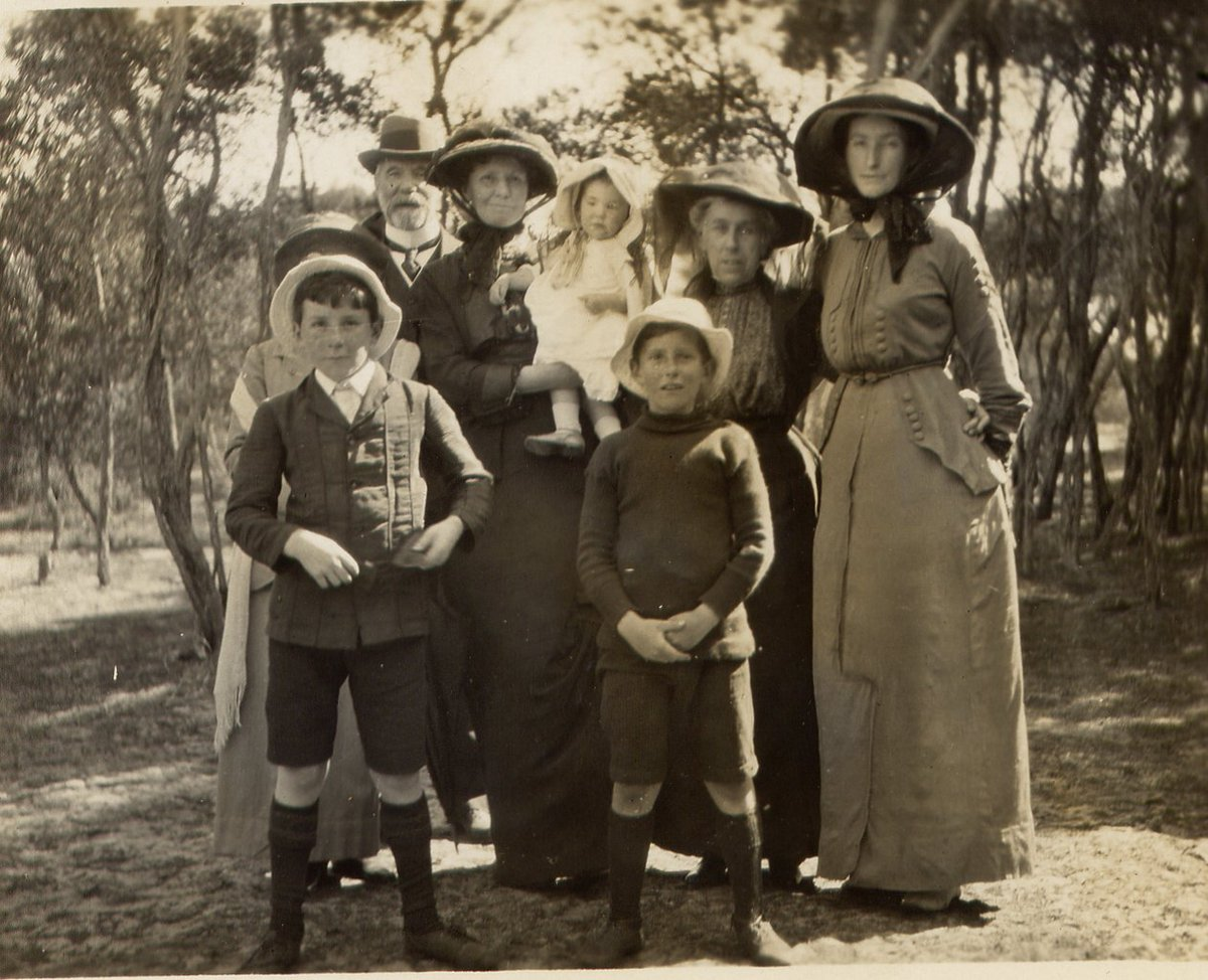 RT @CanberraInsider: Alfred Deakin and family members at Point Lonsdale, 1915 https://t.co/YKC71phE6T