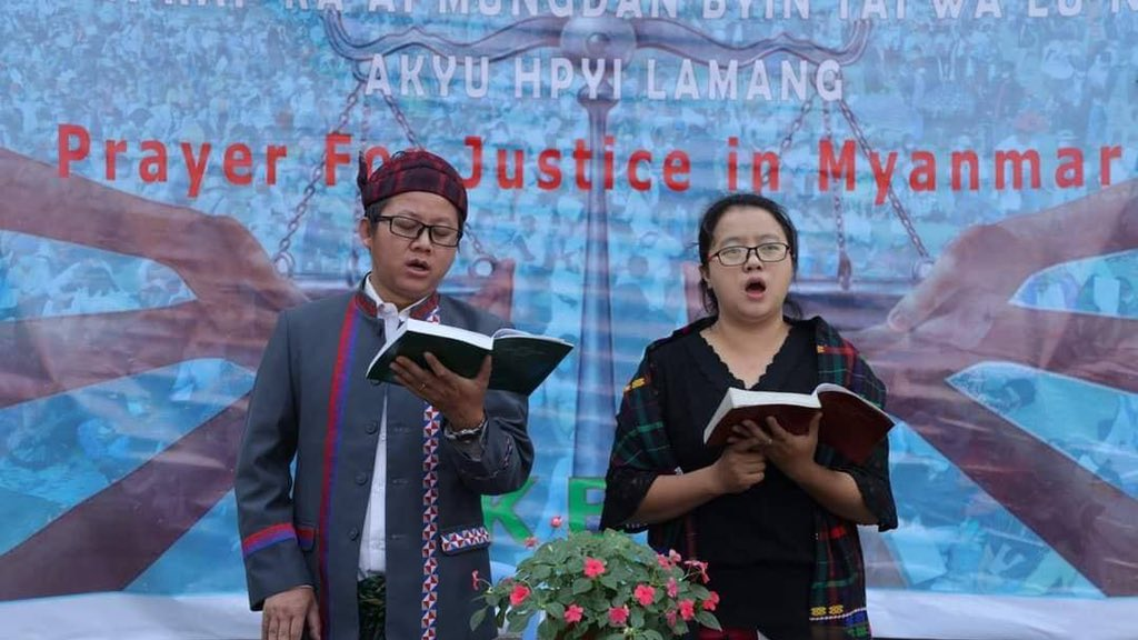 The Kachin Baptist Church (KBC) is holding a prayer service for the speedy establishment of a just and genuine federal union.  #Apr5Coup #WhatsHappeningInMyanmar #RejectMyanmarMilitaryCoup #CrimesAgainstHumanity #FreeAungSanSuuKyiAndDetainees #FreeOurStudents #SaveMyanmar https://t.co/jGFzBV6Eqj