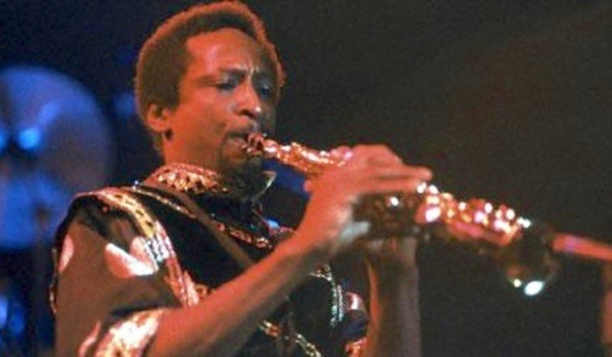 Don Myrick played the saxophone for Earth Wind and Fire. That's him dueling with Philip Bailey in reasons.   Did you know he was killed by police in a no knock raid on his apartment.  The officer mistook a blue lighter in his hand for a gun. Amerikkka has been pulling this shit