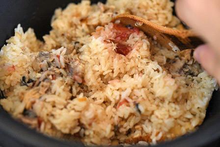 サバの水煮缶で美味しい炊き込みご飯を作る方法!梅干しを入れるとさらに美味しくなる!