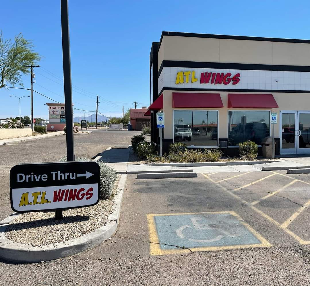 A.T.L. WINGS FANS!  NOW OPEN S. SEC of POWER AND MAIN.  With a drive through!  S/O to David Carrol w Romano Real Estate for being a pro! ENJOY!  @RedMtnFootball @skylinefb2011 @JUSTCHILLY @ATLWingsAZ https://t.co/G4zkzn1Vzq
