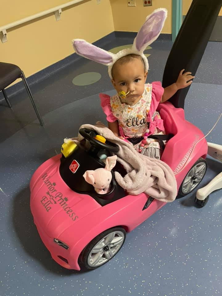 This beautiful young girl, Ella Lopez, was just diagnosed with ATRT, the same brain cancer Francesca had. The family needs some help with hospital expenses.   Maybe we could all chip in and help the family out?  https://t.co/fH007haGAH https://t.co/vphDWroRR8