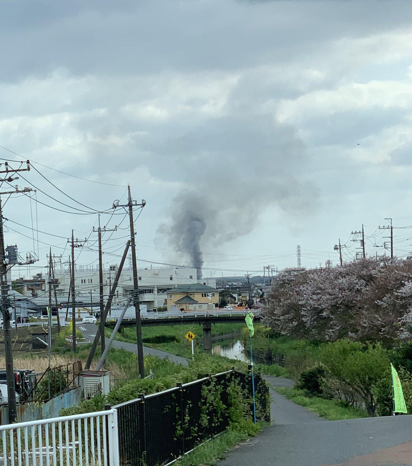 川越市の火事が黒煙が上がっている画像