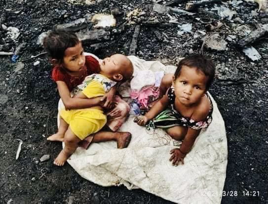 Karen children in Karen State, who were destroyed by the military's air strikes and fled in the jungle,Karen Myanmar.                                                  #WhatsHappeningInMyanmar            #Apr6Coup.                                              #UNHR https://t.co/ZwzVAw7OOT