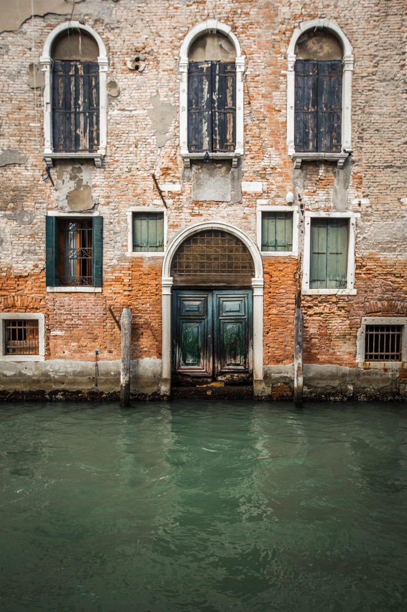 RT @beanotownphoto: Venetian Asymmetry #photograph...