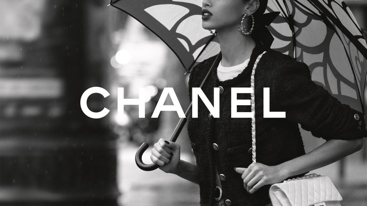 The CHANEL iconic bag unites timelessness with modernity without ever losing sight of CHANEL's allure. Photographed by Inez & Vinoodh. #CHANELIconicBag #CHANEL See more at
