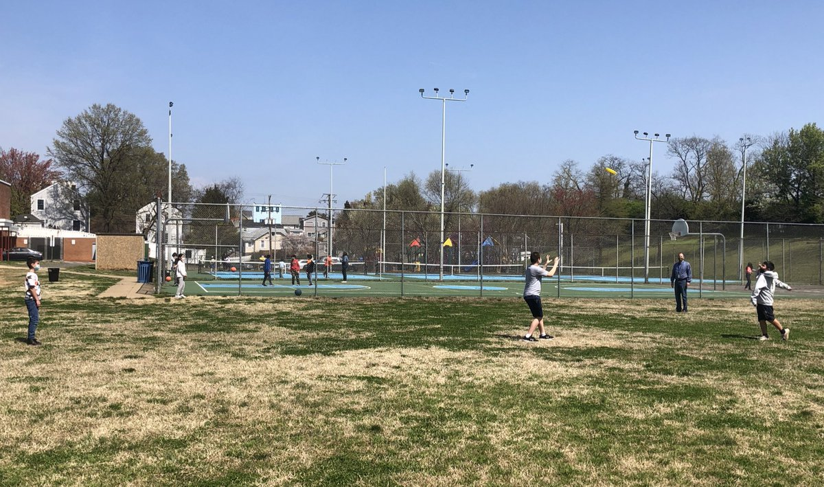 Playing frisbee in this gorgeous weather at recess <a target='_blank' href='http://search.twitter.com/search?q=hfbtweets'><a target='_blank' href='https://twitter.com/hashtag/hfbtweets?src=hash'>#hfbtweets</a></a> <a target='_blank' href='http://twitter.com/HFBpe'>@HFBpe</a> <a target='_blank' href='http://twitter.com/HFBAllStars'>@HFBAllStars</a> <a target='_blank' href='https://t.co/suPMk4hNWB'>https://t.co/suPMk4hNWB</a>