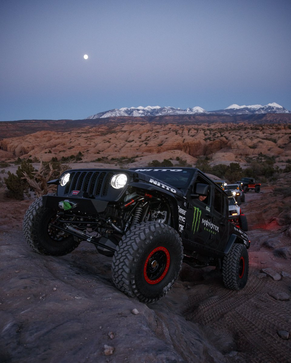 Our kind of dancing in the moonlight 🌔  @CaseyCurrie  #Jeep #OffRoad #MonsterEnergy https://t.co/mSnKtSf2Dm