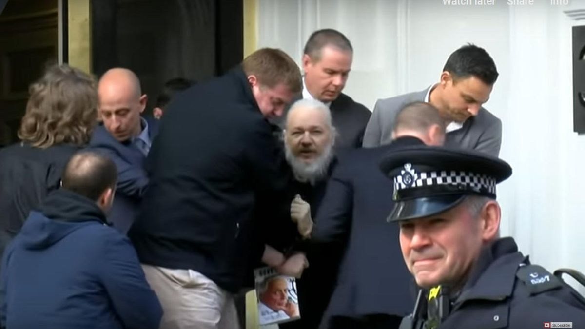 It is almost two years since police dragged Julian #Assange from the Ecuadorean Embassy. Never forget this shaming image - a warning to all truth-telling publishers and journalists if the US wins its appeal to extradite Julian. Stand up, speak up. Now. wiseupaction.info/2021/03/29/joi…
