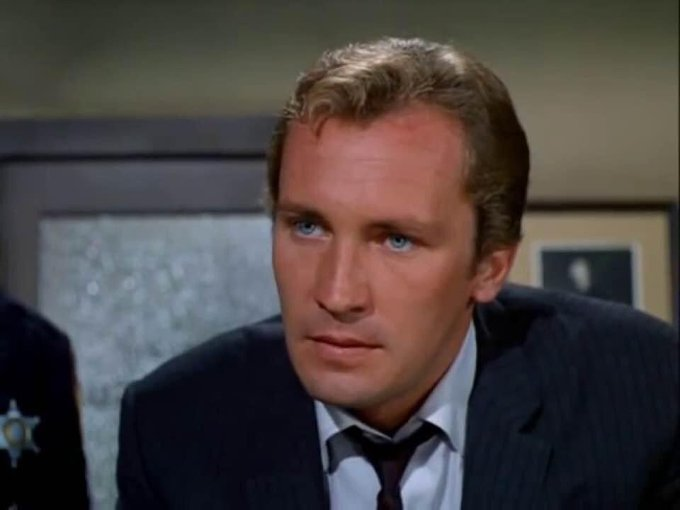 Happy 83rd birthday to actor Roy Thinnes, architect David Vincent on The Invaders.