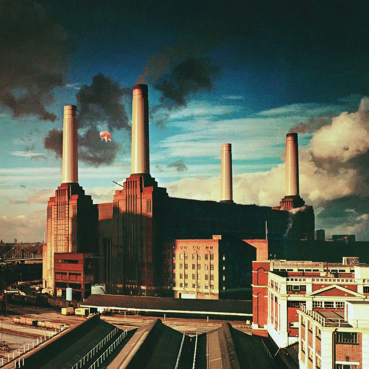 EyWZlh8XIAA9hDT?format=jpg&name=medium - Pink Floyd's new 'Animals' takes in a railway!