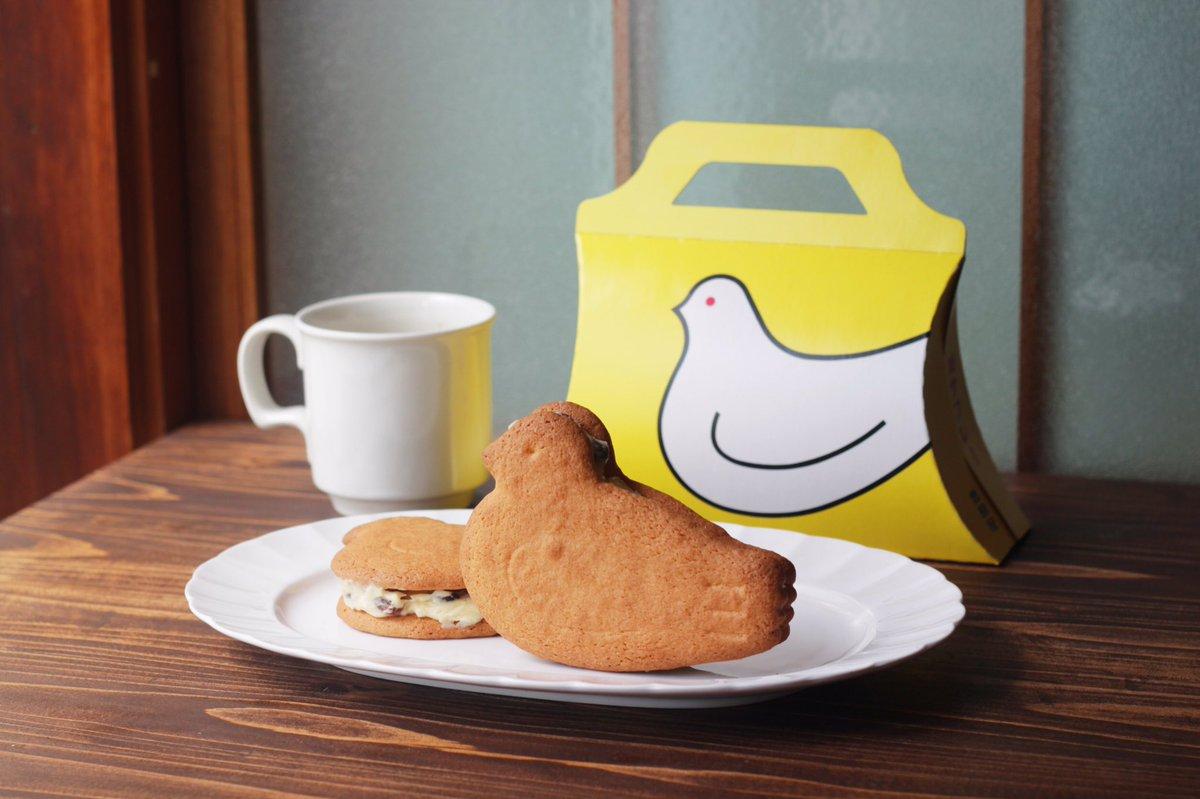 市販のクッキーに手づくりのレーズンバターをはさんでいるのを最近SNSで何回か見ました。 そこでどうしても試してみたかった、鳩サブレのレーズンバターサンド。