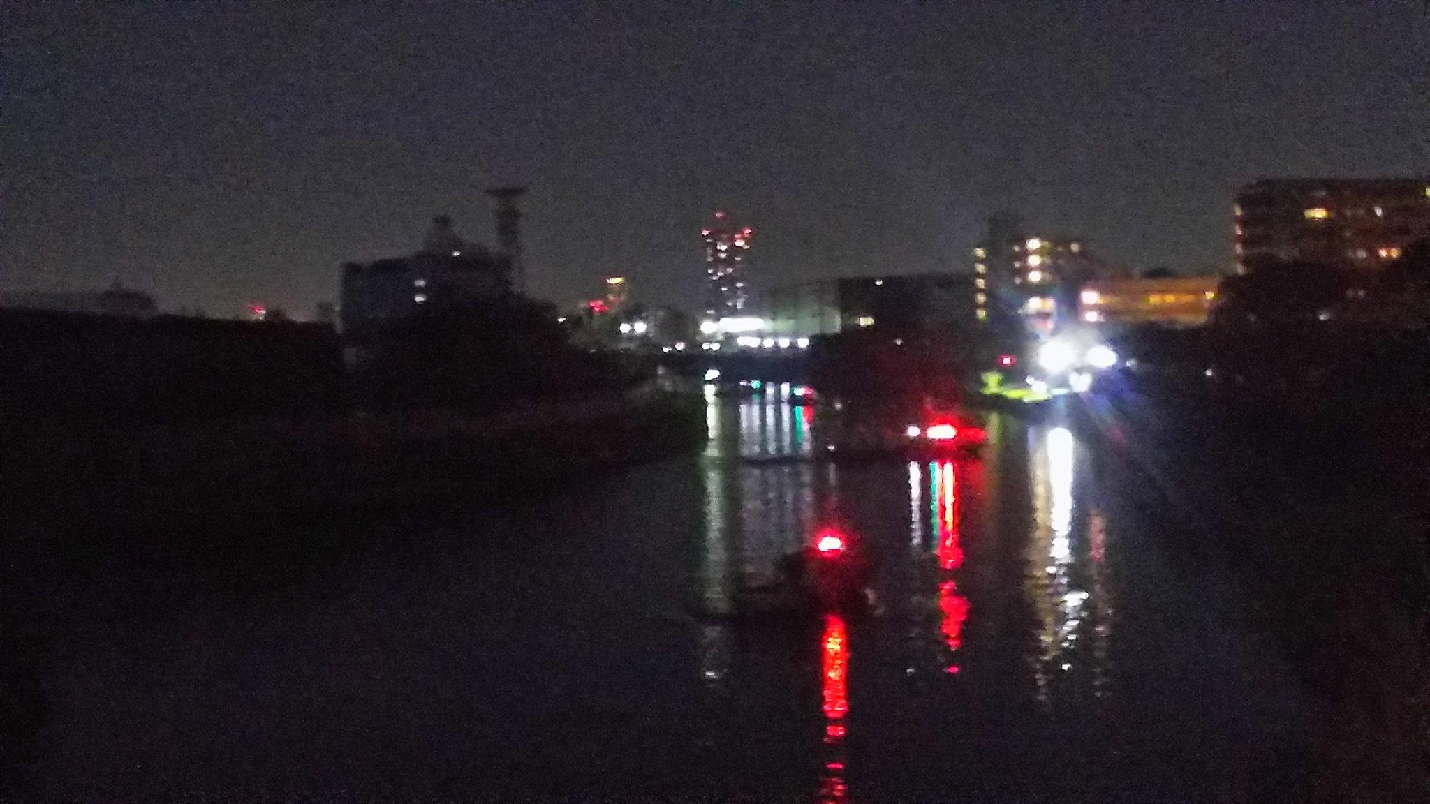 画像,駄目だ、暗くてまだ難航中のよう。板橋区の新河岸川で二人が溺れてる件。水難事故。 https://t.co/Uv6WFiIUFo…
