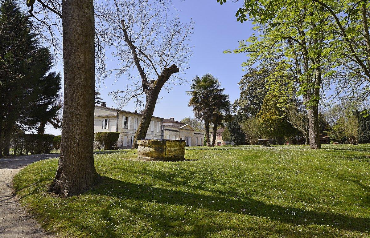 #monpatrimoineamoinsde10kms au Domaine de Valmont ! Chemin parfois méconnu qui vous emmène vers des espaces encore un peu sauvages jusqu'au Parc de l'Ermitage ou la ferme des Iris. Un peu de quiétude à l'approche du #weekend !#BaladeSympa#promenade #prendrelair #patrimoine https://t.co/SLKkRfrCeB