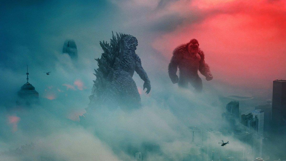 """""""Godzilla vs Kong"""", le film qui redonne de l'espoir à Hollywood ! 🦍🦖 Sorti depuis quelques jours dans 39 pays, le film a engendré 121,8M$ de recettes, pulvérisant le record de Tenet (53M$). Le premier blockbuster à succès lors de la réouverture ? — bit.ly/2Y35j6d"""