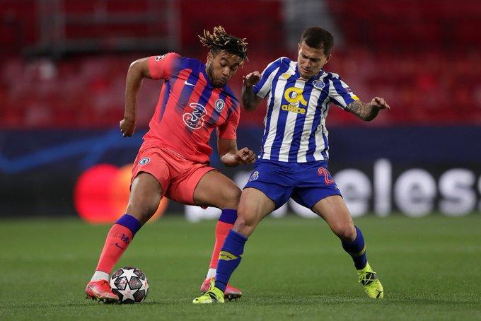 Reece James duel dengan pemain FC Porto Otavio
