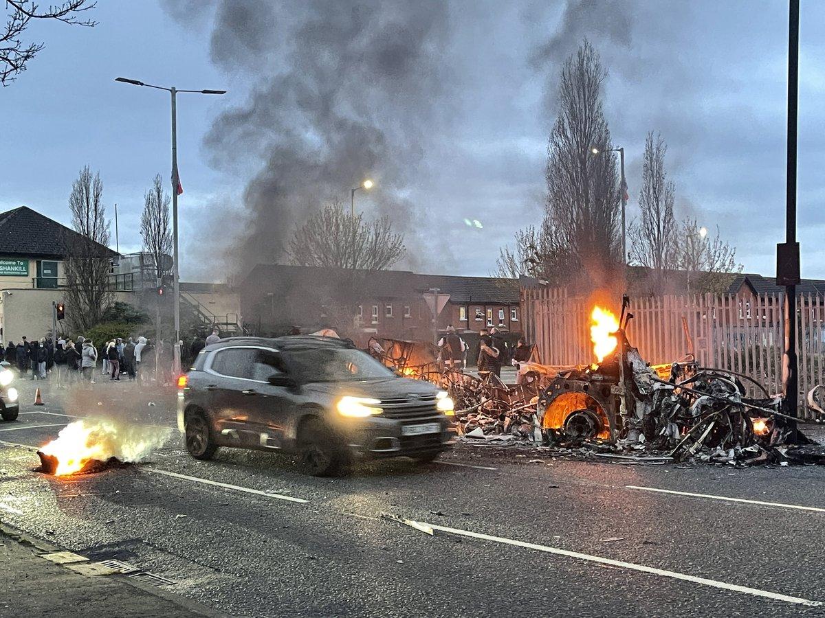 Şimali İrlandiyada iğtişaşlar: 41 polis xəsarət alıb
