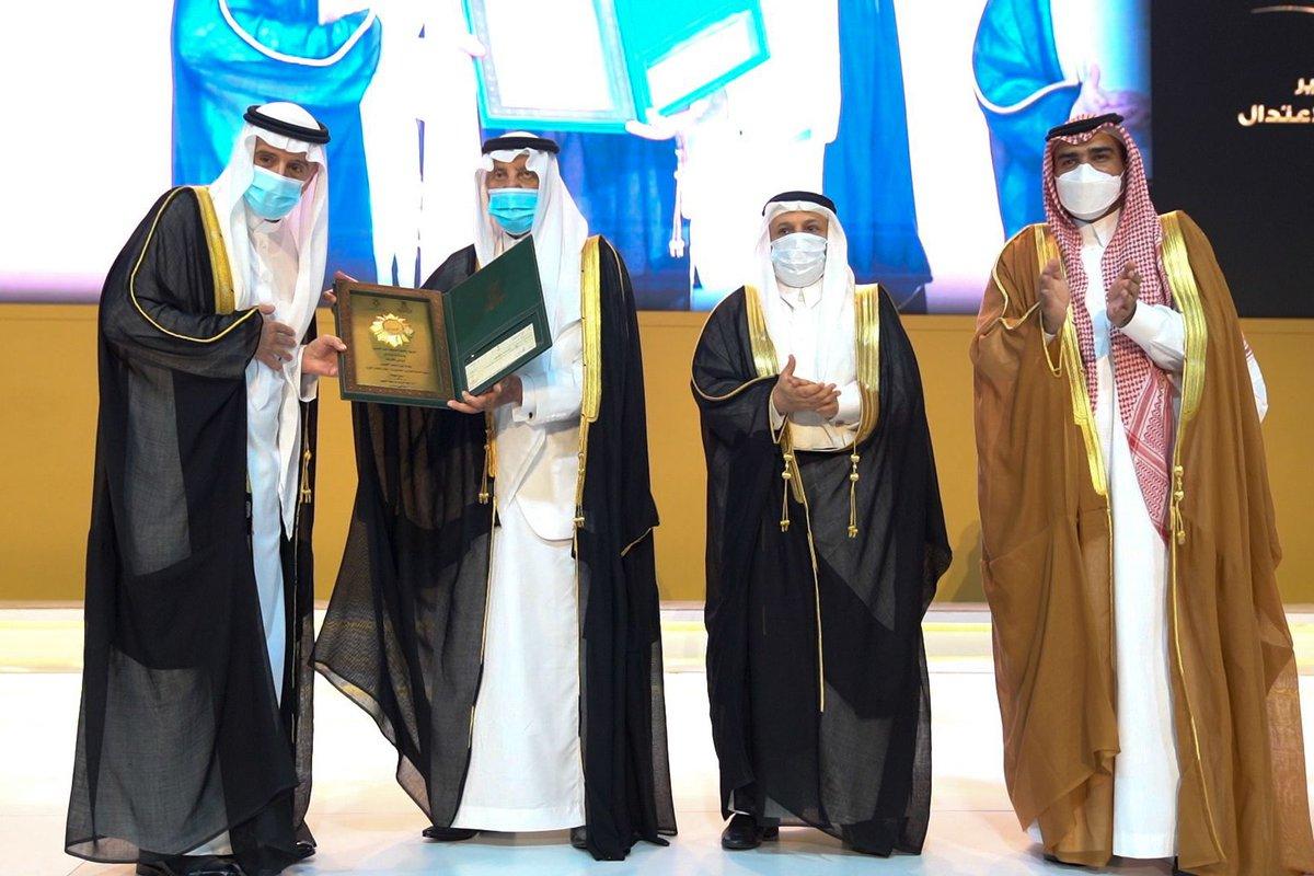 الأمير  خالد الفيصل يتوج وزير الخارجية عادل الجبير بـ  جائزة الاعتدال في دورتها الرابعة. الوطن اكثر من ذلك
