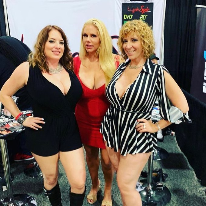 Let's make @Wyde_Syde Wednesday a thing ♥️ this was taken on one of our last @EXXXOTICA appearances.