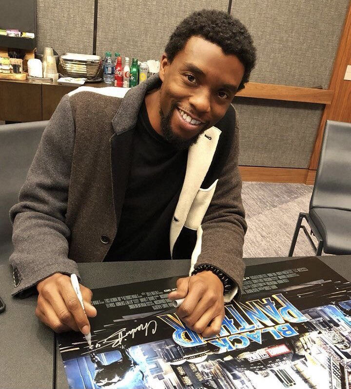 RT @twsmbucky: just this picture chadwick boseman <33 https://t.co/0gSmrzZONu