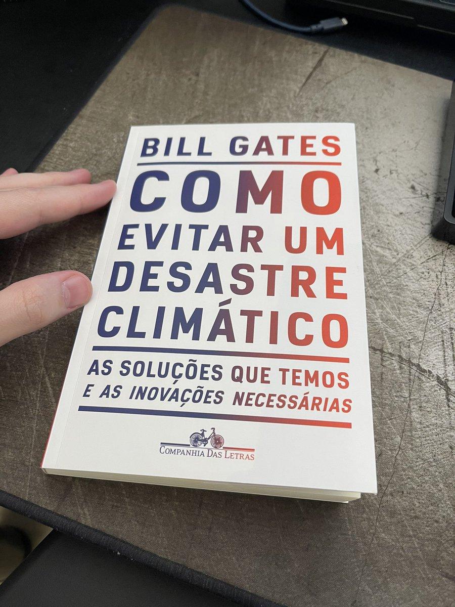"""Terminei """"Como Evitar um Desastre Climático"""", do Bill Gates.  Preciso falar sobre isso.  O livro não é alarmista. Bill Gates não precisa vender livro.  Contudo, o resumo é: F O D E U!  Se a gente não mudar tudo (e rápido), não é exagero, nós estamos fodidos!  Segue o fio... https://t.co/gYt4Ckehf1"""