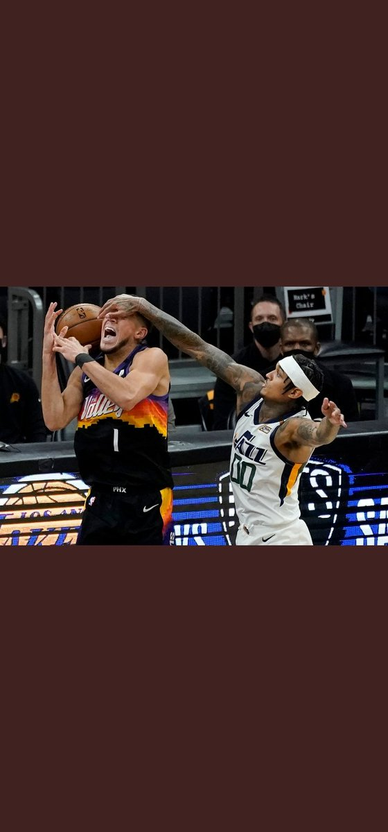 @NBA @spidadmitchell @DevinBook Clutch moment and the refs didn't even called a foul and yet they still won 😭 https://t.co/dYRGIvoXqm