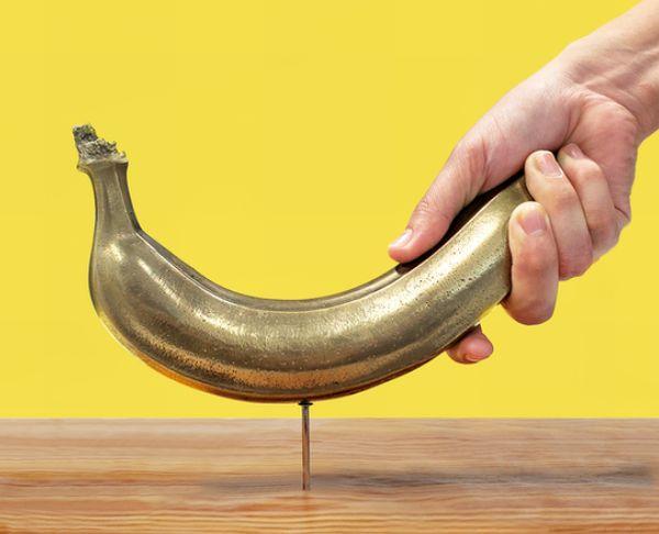 釘を打てるバナナがあるって本当!?重量1.5キロの『バナナハンマーDX』がヴィレッジヴァンガードから発売!