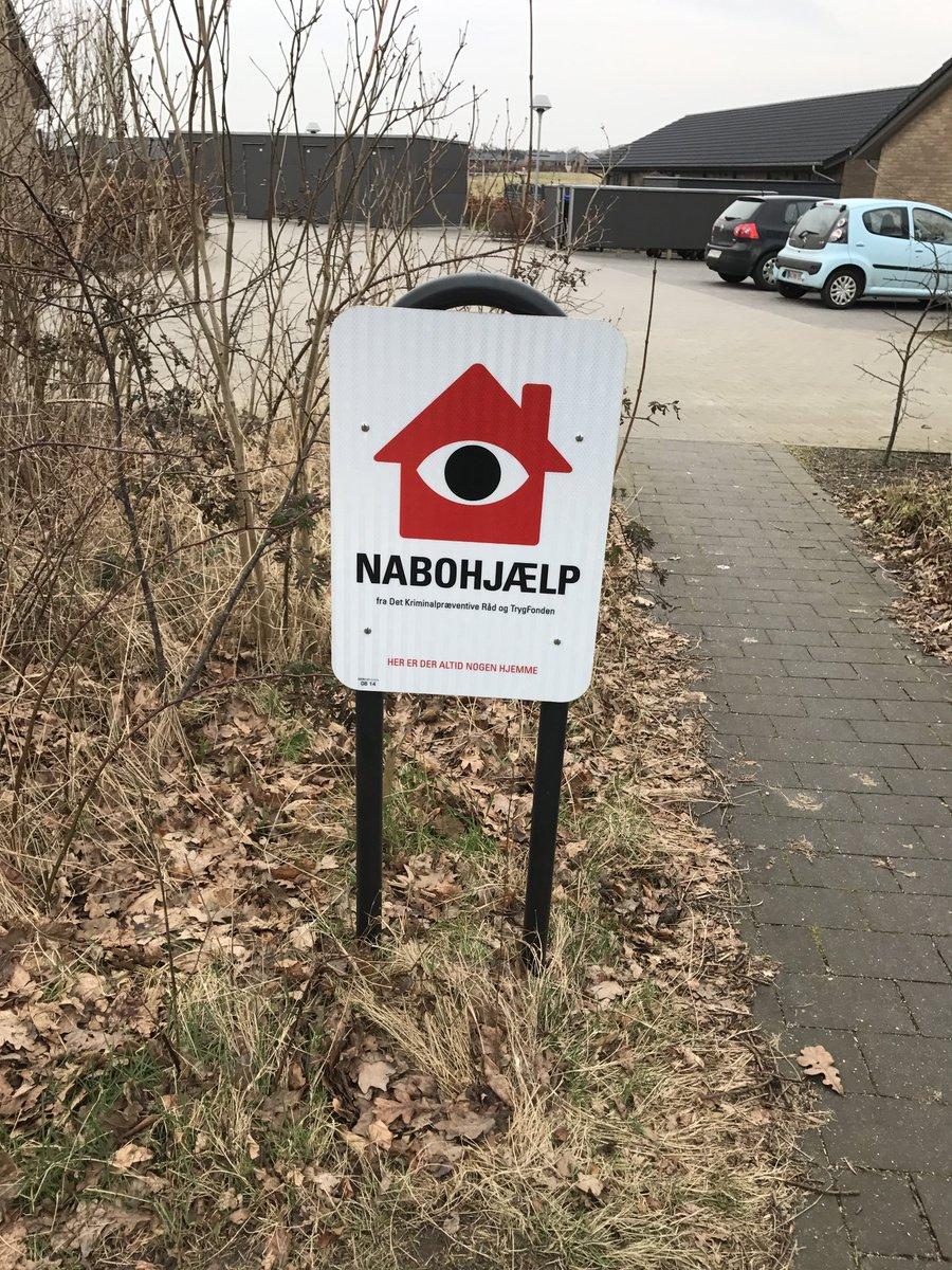 Det skal være endnu tryggere at bo i Esbjerg Kommune. @sjylpoliti, Esbjerg Kommune og Bo trygt går sammen om et flerårigt projekt, der skal bringe antallet af indbrud ned til under 230 om året #politidk #stopindbrud #botrygt https://t.co/uqaVG1GJDW https://t.co/A9NUuXyhid